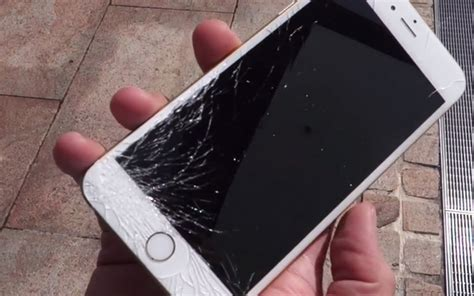 fix iphone  cracked screen technobezz