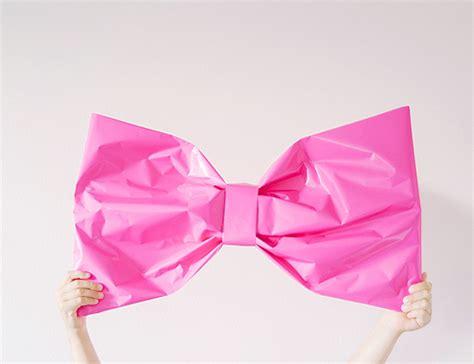 cara bungkus kado pita giant bow gift wrap diy