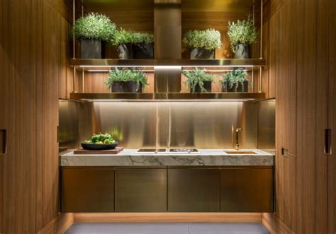 A luxurious stainless steel kitchen: Principia by Arclinea