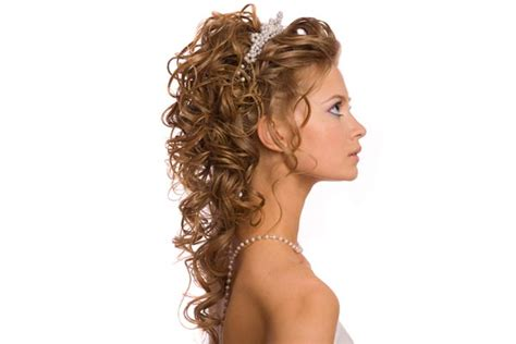 wedding hairstyles half up half down with tiara and veil half up half down wedding hairstyles pictures