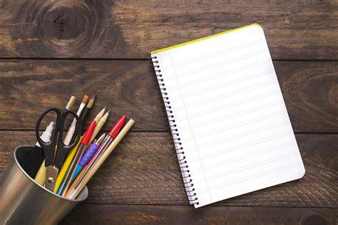 fonds decran ecole madrier bloc notes crayon stylo
