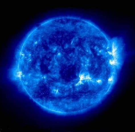 gambar wallpaper bintang biru galaxi gambar bintang biru
