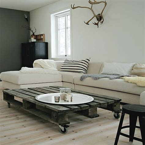 Living Room Table Palette Three Diy Wooden Pallet Furniture Projects