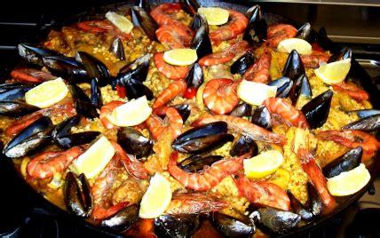 cuisiner une paella recettes de pa 235 lla au feu de bois les recettes les mieux