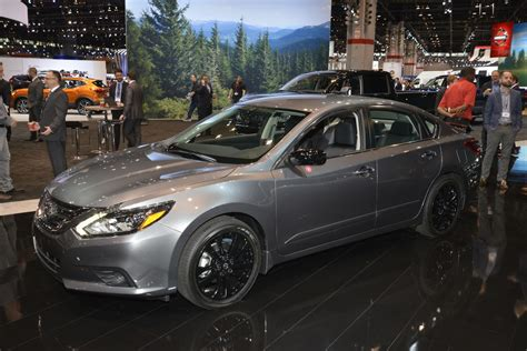 nissan midnight pathfinder nissan debuts midnight editions of maxima sentra altima