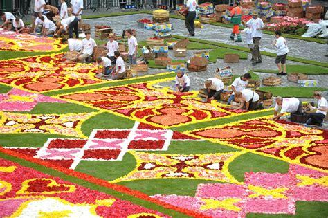 tappeto di fiori bruxelles meraviglia il tappeto di fiori guarda la