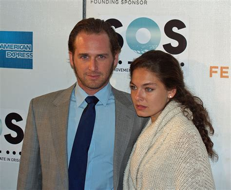 jessica ciencin henriquez wikipedia is alexa davalos married or dating someone know about her