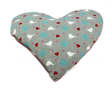 cuscini a cuore cuscino a cuore con semi di vinacciolo naturalmente