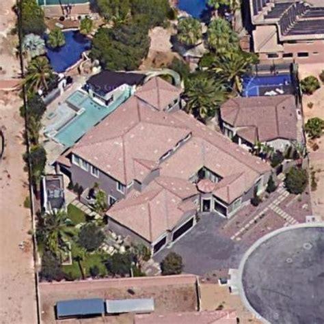 Jonathan Drew Scott S House Property Brothers Virtual Globetrotting