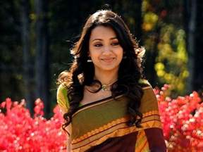 trisha in saree in vinnai thandi varuvaya trisha krishnan