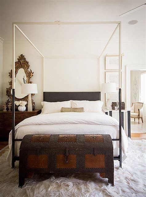 ways   vintage chests  trunks  home decor