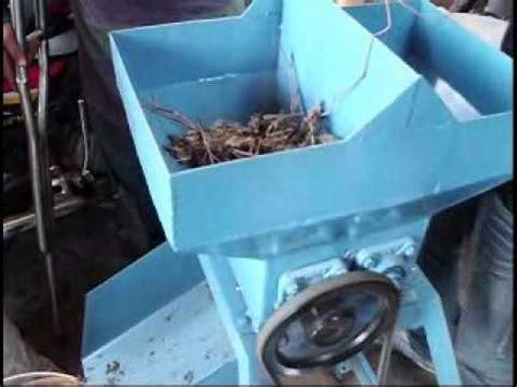 Mesin Pencacah Rumput Di Bandung mesin giling kotoran kambing dan daun kering wmv
