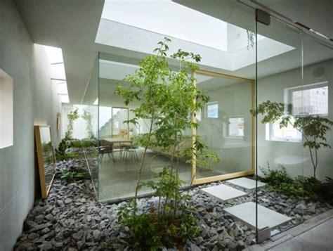 membuat rumah yang sejuk desain taman dalam rumah minimalis dengan kesan sejuk