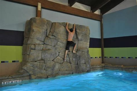 soaring eagle waterpark rooms climbing the rock wall picture of soaring eagle waterpark and hotel mount pleasant tripadvisor