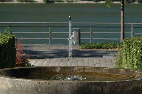 fuentes patio interior fuentes patio good agua flor patio interior lavabo jardn