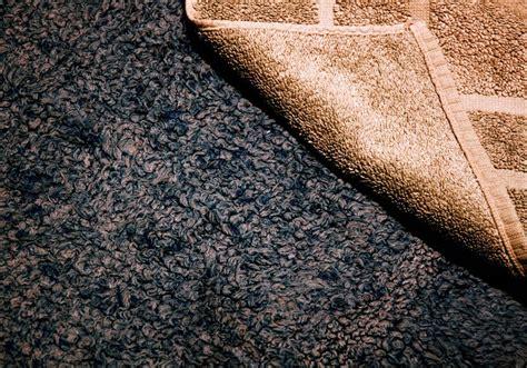 wie reinigt teppiche wie w 228 scht und reinigt badteppiche am besten