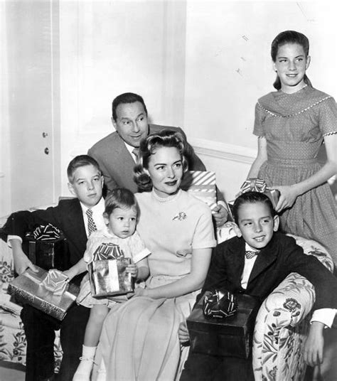 donna reed actress wiki file donna reed and family 1959 jpg wikimedia commons