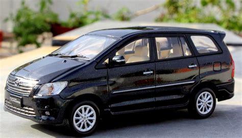 Replika Toyota Innova mainan diecast miniatur mobil motor diecast miniatur mobil toyota new kijang innova skala 1 43