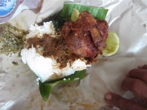 indonesian food review  nasi bungkus padang ayam goreng