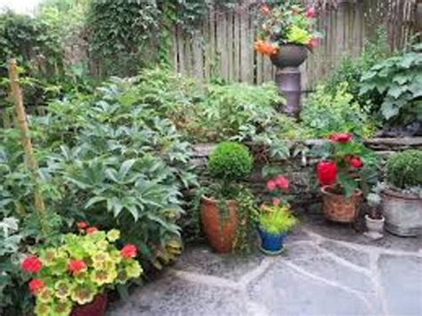 Patio Pots by How To Arrange Pots On A Patio 5 Ways For Stunning