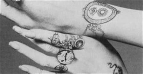 tribal vire tattoos tatouage bague doigt zazie