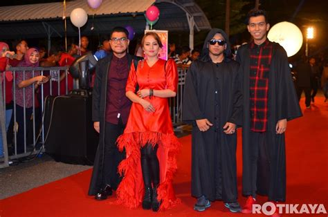 Karpet Merah jom lihat 30 gambar fesyen selebriti paling pelik di