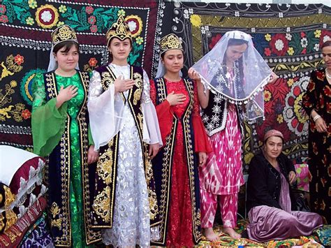 uzbek girl uzbekistan dance cultural pinterest girls and traditional dress of tajikistan traditional traditional