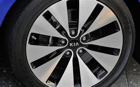 2012 Kia Optima Rims 2012 Kia Optima Limited Emblem Photo 7