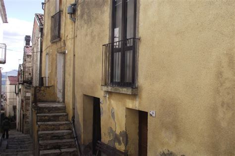 house to buy in italy house to buy in molise italy casa gialla civitacomarano