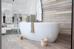 baignoire ilotsur bois d 233 cor chalet carrelage et salle de