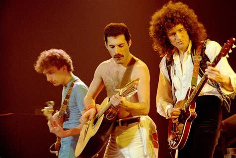 Film Queen Concert Montreal   review queen rock montreal concert movie moshin magazine