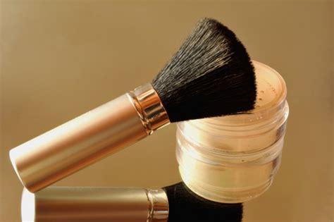 Bedak Kertas 6 cara memakai makeup wajah agar bisa bertahan lama untuk
