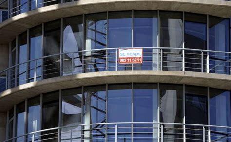 pisos bmn bmn y casaktua ponen a la venta 60 viviendas a un 20 de