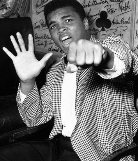 biography on muhammad ali youtube muhammad ali s impact went far beyond the boxing ring