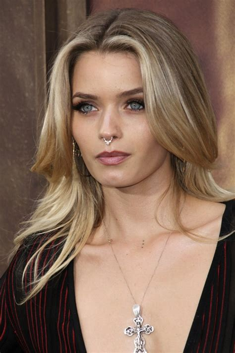 abbey lee kershaw hair abbey lee kershaw straight light brown all over highlights