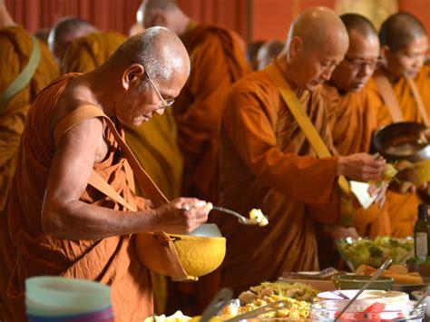 alimentazione e religione alimentazione buddista tra credenze e realt 224 innaturale