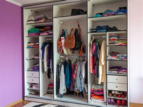 guardarropa organizado como organizar o guarda roupa veja dicas simples
