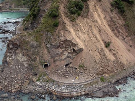 earthquake in new zealand new zealand quake leaves at least 2 dead more than 1 000