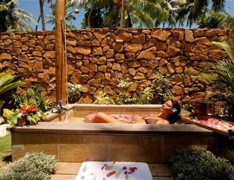 best outdoor shower world s steamiest outdoor showers picture photos world