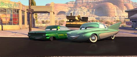 perso car pixar planet personnages cars flo