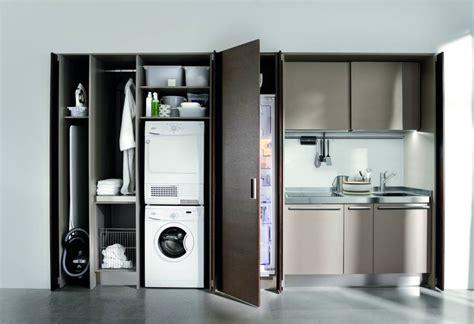 armadio con asse da stiro incorporato lavanderia integrata in cucina ambiente cucina