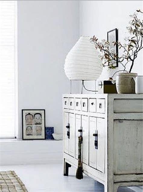 mobili bianchi mobili bianchi e di legno ma in stile shabby foto