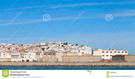 citta e porto marocco citt 224 di tangeri e porto panorama con cielo marocco