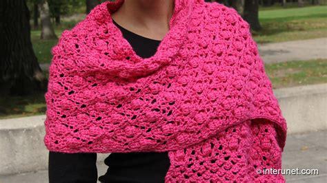 Crochet Shawl Pattern Crochet Wrap With Pineapple Motif shawl crochet pattern acorn and raspberry stitch