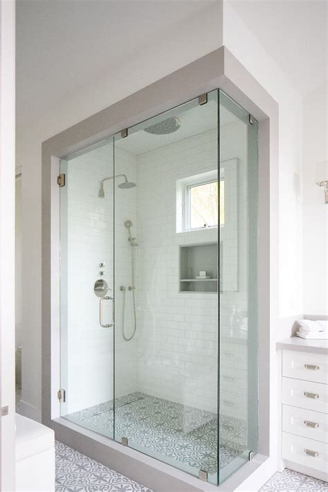 enclosed showers 25 best ideas about glass shower doors on pinterest