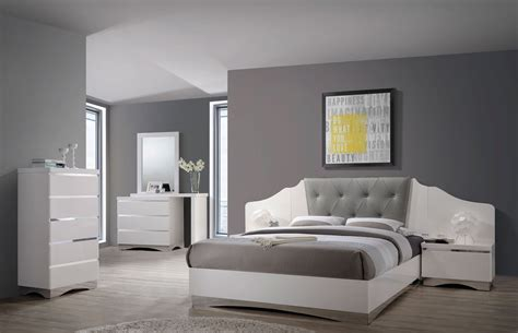 shiny white bedroom furniture alessandro glossy white platform bedroom set 205001q