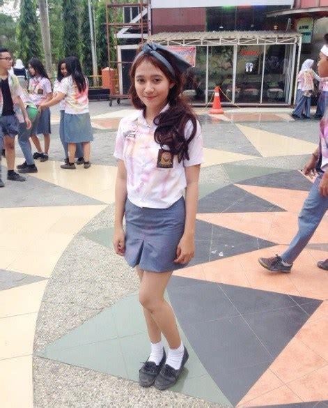 Rok Mini Tingkat Anak inilah foto foto siswi sma yang saat merayakan