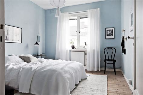 bedroom with light blue walls bedroom