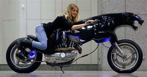 Motorrad Fahren Mit 18 by Mindestalter F 252 R Motorradf 252 Hrerschein Wird Auf 24