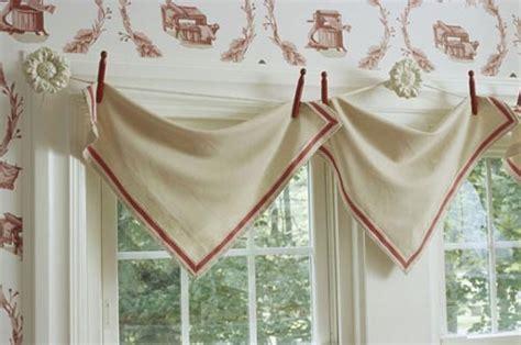 Curtain Valances For Kitchens Perdele De Bucatarie In Forma De Triunghiuri Prinse In